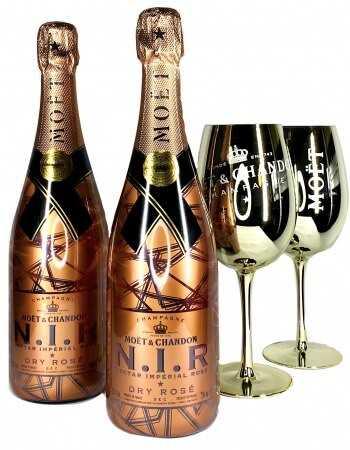 Moët & Chandon Set Light : 2 verres céramiques Gold + 2 N.I.R - 2 x 75 CL CHF198,00 product_reduction_percent Accueil