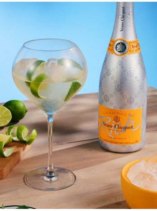Veuve Clicquot Package 2 Cocktail Glasses & Rich Ice - 75 CL CHF90,00 product_reduction_percent Veuve Clicquot