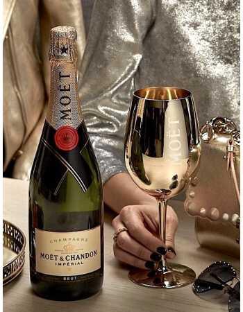 Moët & Chandon Set : 2 verres céramiques Gold + 1 coffret Impérial Brut - 75 CL CHF82,50 product_reduction_percent Moët & Ch...