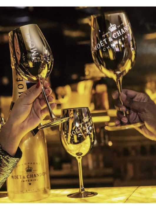 Moët & Chandon 2 Verres Céramique Gold CHF40,00  Accueil