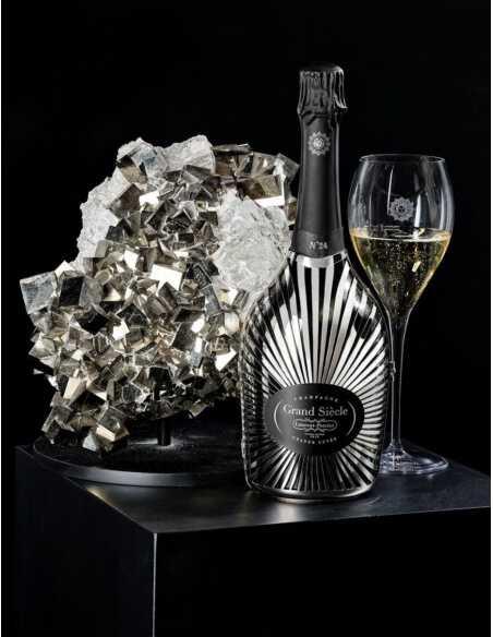 Laurent-Perrier Grand Siècle Set : 2 glasses + 1 Giftbox Robe Soleil N°24 - 75 CL CHF219,00 Laurent-Perrier