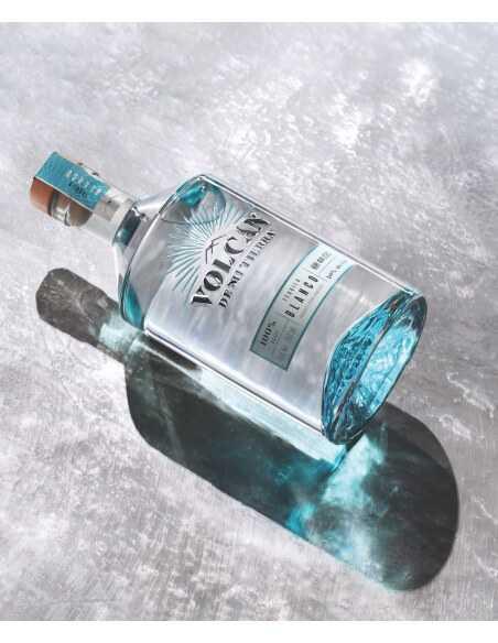 TEQUILA VOLCAN BLANCO - 40% - 70 CL CHF50,00  Spiritueux de Luxe