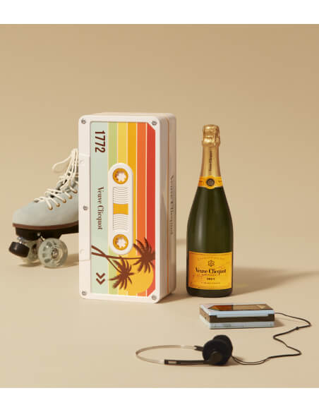 Veuve Clicquot Pack Retro Chic Tape Limited Edition - 3 x 75 CL CHF189,00 product_reduction_percent Veuve Clicquot